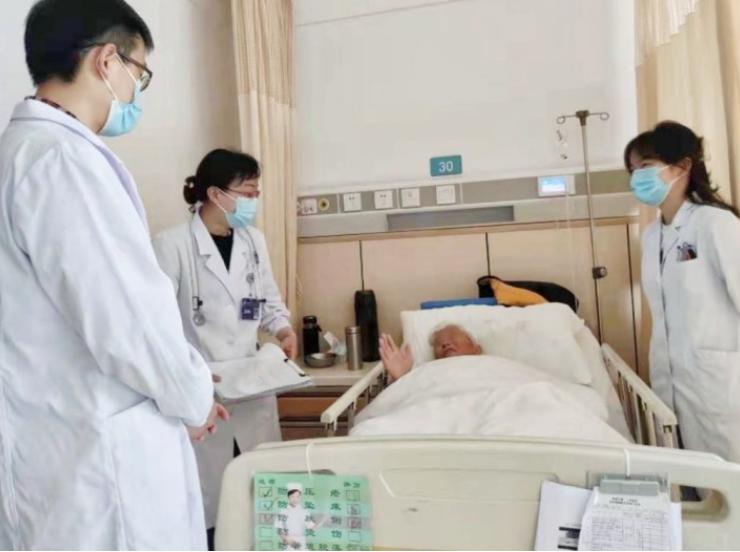 医患互信协力救治,老人重获新生