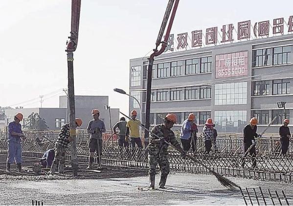 江海大道东延工程保障工人高温作业安全