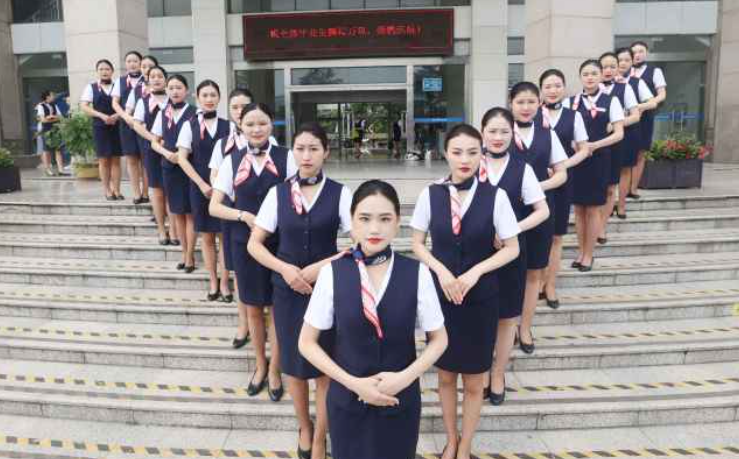 南通科院空乘班学生拍摄唯美毕业照