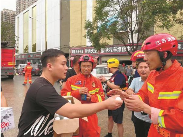 南通消防奋战在郑州防汛一线