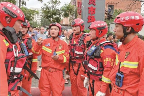 海安消防全力抢险排涝