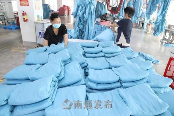 产品远销三十多个国家,新世嘉外贸家纺生产忙