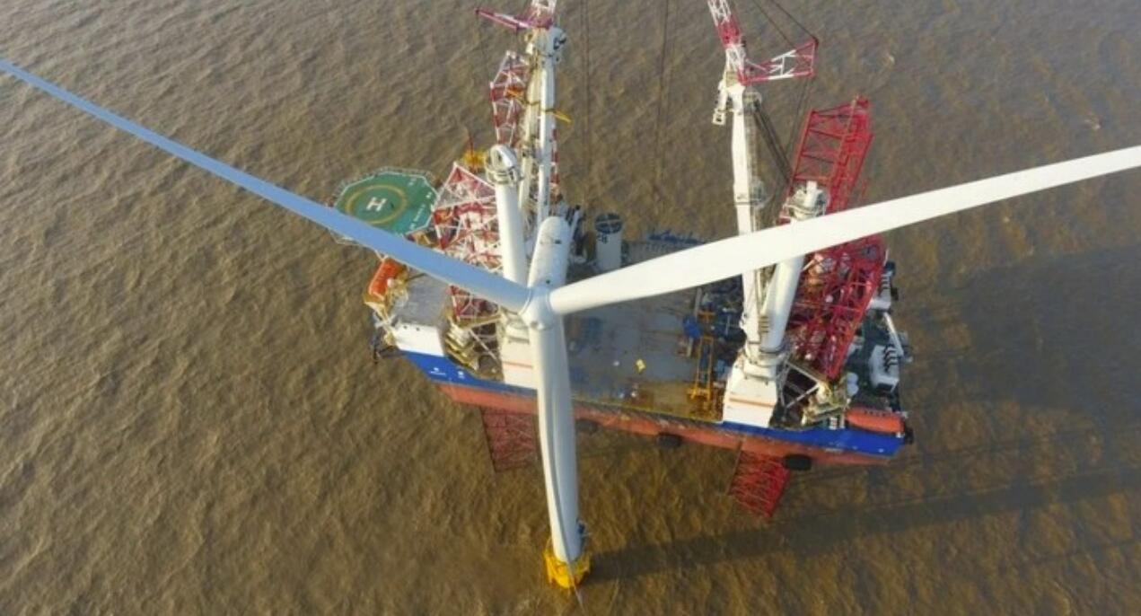第134根桩深扎入大海,国内单体容量最大启东海上风电项目沉桩全部完成
