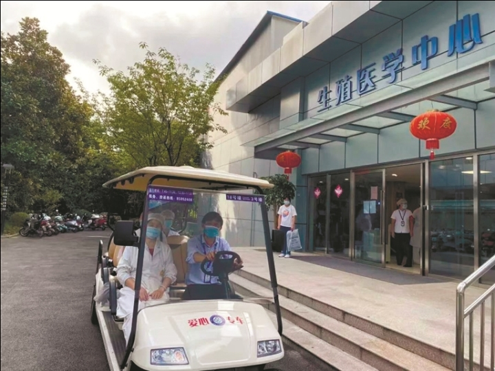 通大附院院内电动接驳车投运 广大患者可以免费乘坐