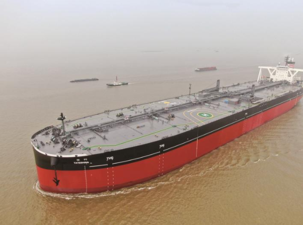 中远川崎今年首艘新造30万吨级油轮出江试航